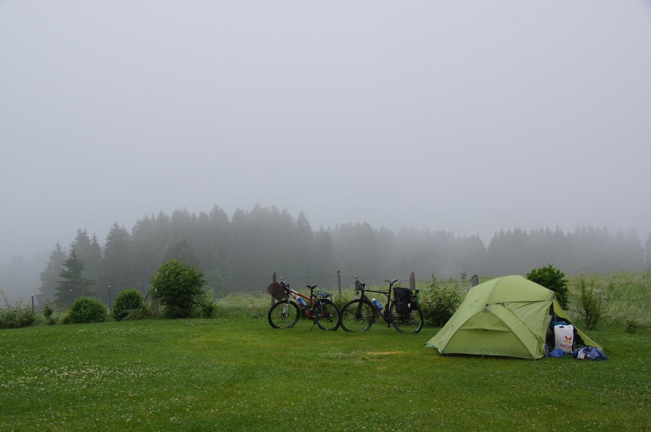 für einmal Nebel in Appenzell - ein guter Grund für den Gang in die Wellnessoase und in den traditionellen Esssaal zum Essen