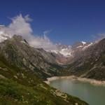 Rückblick in die Kehle des Chelenalptals mit dem Göscheneralp-Stausee