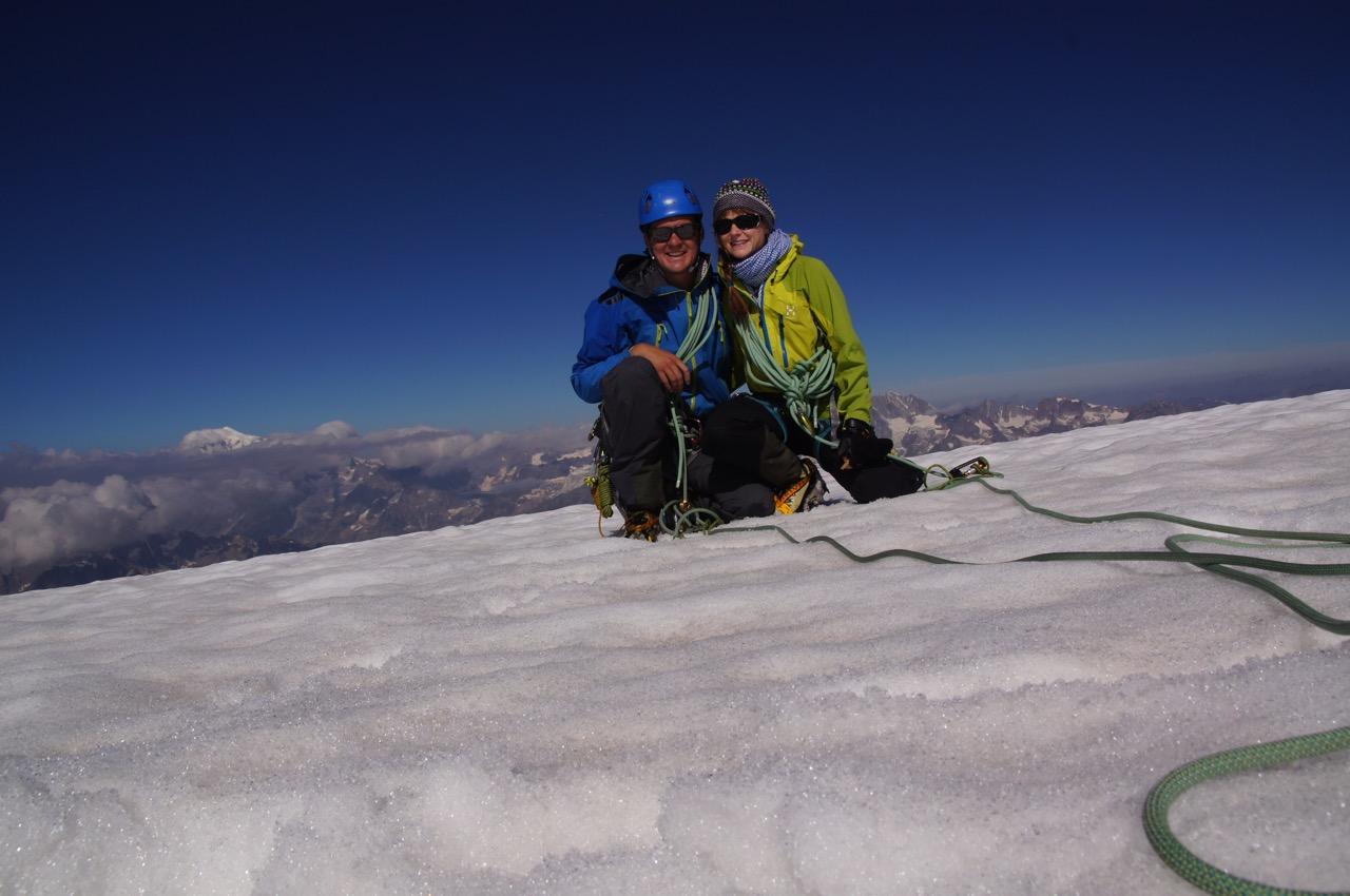 jupiii, wir sind nach gut 5h oben angekommen, hinten sieht man den Mont Blanc