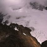 Tiefblick vom Mutthorn 3035m - auch hier springt einem der Windkessel ins Auge!