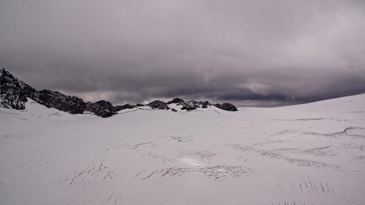 ..eine kompakte Wolkendecke hat sich wieder manifestiert - dies beschwert uns milde Morgentemperaturen und eher weichen Untergrund
