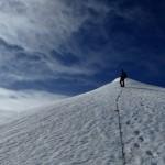 Kurz vor dem Gipfel auf dem breiten und doch feuchten Firngrat