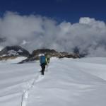 mit stapfenden Schritten im aufgeweichten Schnee zurück zur Mutthornhütte