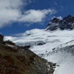 Mutthornhütte 2898m - wohl auf einem Nunatak erbaut - in ihrer hochalpinen Umgebung