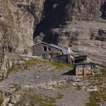 Die schön gelegene Gspaltenhornhütte SAC auf 2455m ü.M.