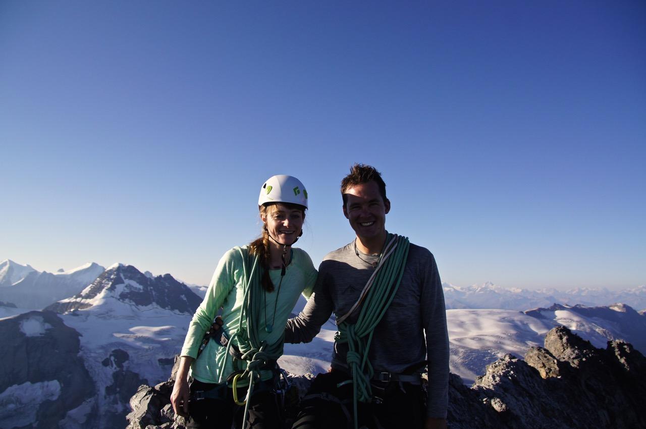 Top of Gspaltenhorn 3436m - quasi zum Frühstück auf dem Gipfel, deshalb die Schatten im Gesicht