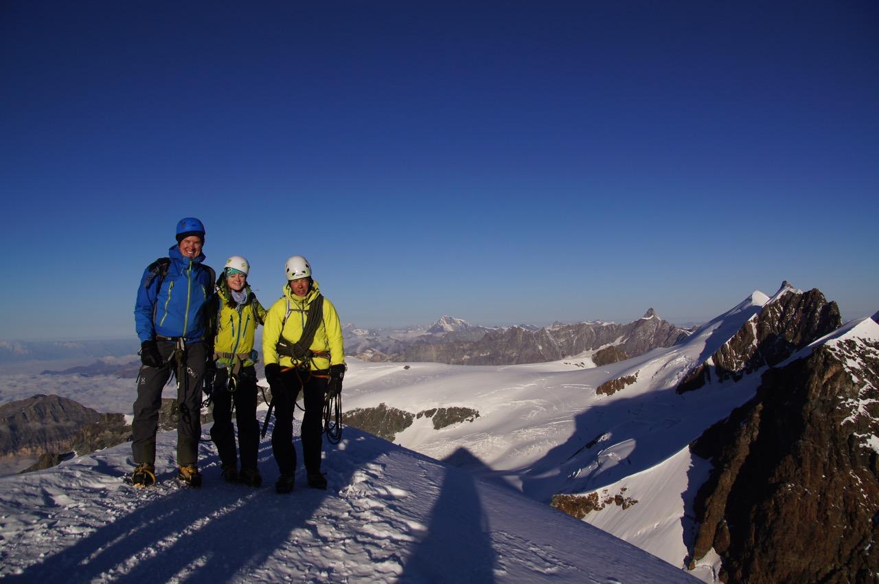 nach einer frühmorgendlichen Kletterpartie 7.50 auf dem Pollux angekommen - die ersten Sonnenstrahlen im Gesicht!