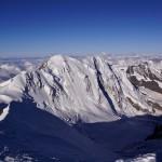ein mächtiges Gebirgsmassiv - Liskamm Ostgipfel 4527m (links) - Westgipfel 4479m (rechts)