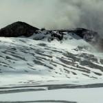 Rifugio Gnifetti klebt im HIntergrund am Fels - ein entspannter Hüttenzustieg sieht anders aus!