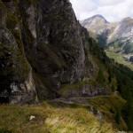 wunderbarer Weg entlang von vielen Kalkschieferformationen von der Iffigenalp zu der Blattihütte