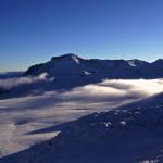 ein Hauch Nebel schwebt noch über der toten Ebene