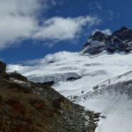 Mutthornhütte 2898m – wohl auf einem Nunatak erbaut – in ihrer hochalpinen Umgebung